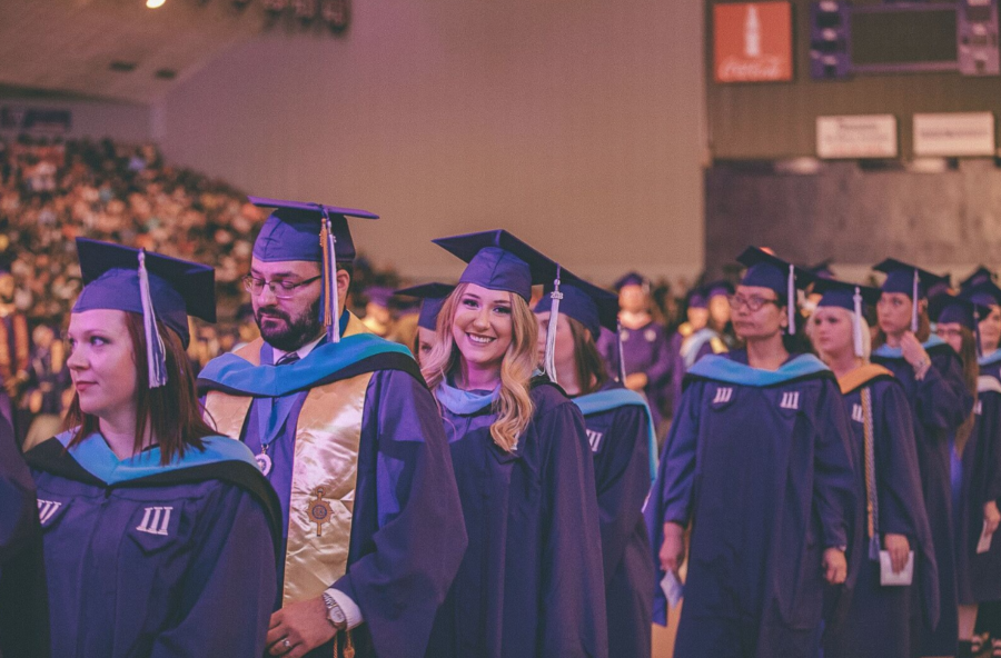 NSU adds more than 900 students to its alumni total this semester
