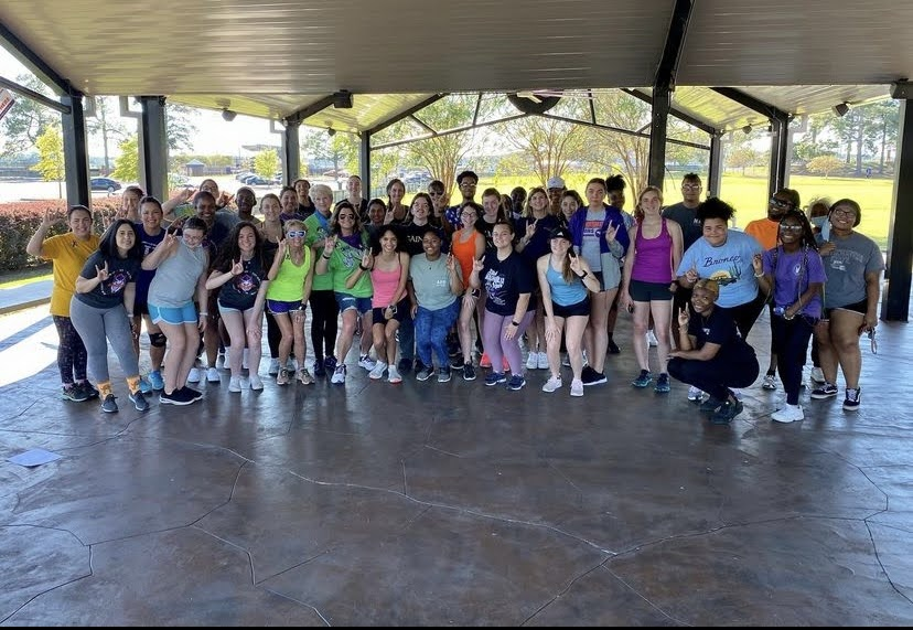 NSU students, staff and faculty pose for a picture before the Suicide Awareness 5K.
